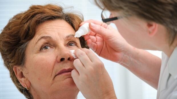 Điều trị đục thủy tinh thể bằng thuốc nhỏ mắt - Hướng đi mới cho tương lai